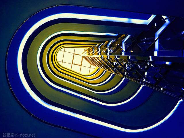 作品赏析:极富创意的旋转楼梯摄影作品3