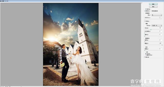 模糊背景可以更好的突出主体,不过模糊的方法非常讲究,并不是整体直接模糊。需要先把主体抠出来,转为选区,加上快速蒙版后用渐变控制好模糊范围,然后用合适的模糊滤镜模糊即可。 最终效果  原图  一、photoshop打开素材图片,把背景图层复制一层,用套索或钢笔工具把人物部分抠出来,得到下图所示的选区。  二、打开调整边缘面板,从下面的样式里选择黑白,这样能更好的预览边缘的细节变化,半径数值大小要按照片的具体情况而定,这里我选择1.